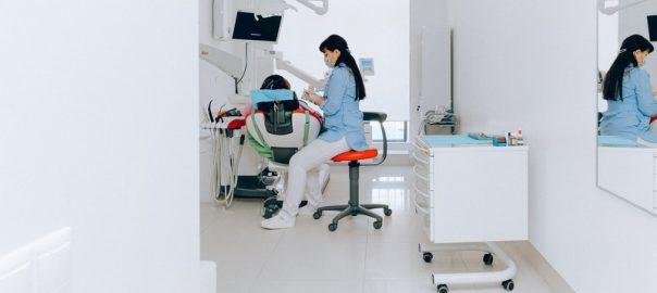 zobni-implantati-funkcionalna-in-estetska-resitev